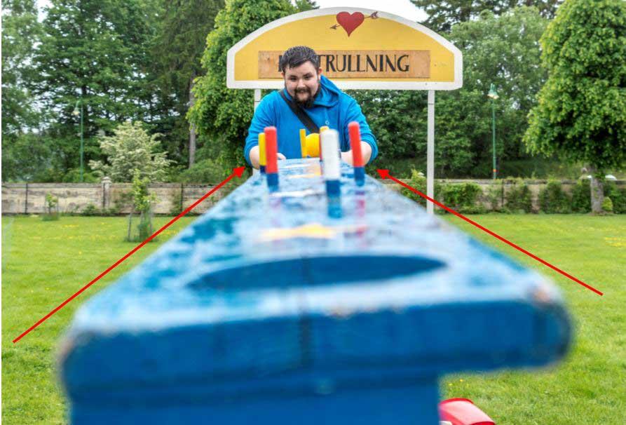 Här följer man den blå plankan fram till en koncentrerad Esteban.  Linjerna leder fram till det som är viktigt. I detta fotografiet har vi inte följt tredjedelsregeln.